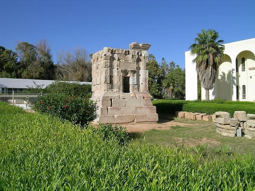 Yerel müzenin girişinde Roma anıt mezarı. Fotoğraf: Füsun Kavrakoğlu