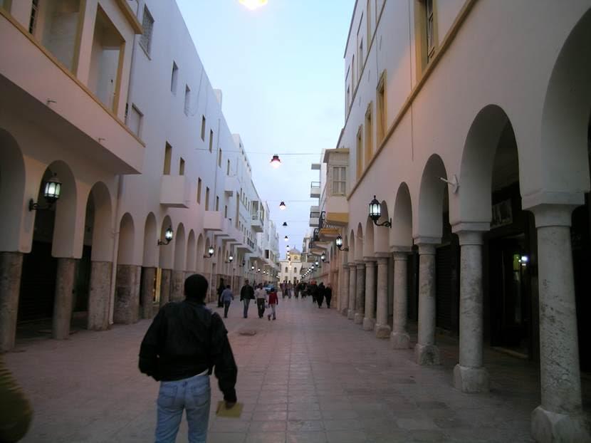 Şehrin merkezindeki Ömer Muhtar Caddesi. Fotoğraf: Füsun Kavrakoğlu