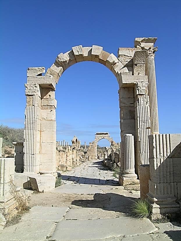 Trajan ve Tiberius Kapıları. Fotoğraf: Füsun Kavrakoğlu