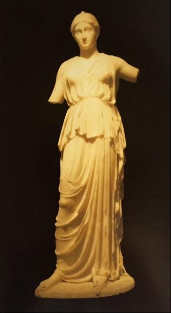 İstanbul Arkeoloji Müzeleri'nde sergilenmekte olan, mermer Athena heykeli. Leptis Magna'dan ülkemize getirilmiş olan bu heykel, MÖ 5. yüzyılda yapılmış olanın Roma dönemindeki  kopyası. Fotoğraf: İstanbul Archaeological Museums, Alpay Pasinli, A Turizm Yayınları, 2001.