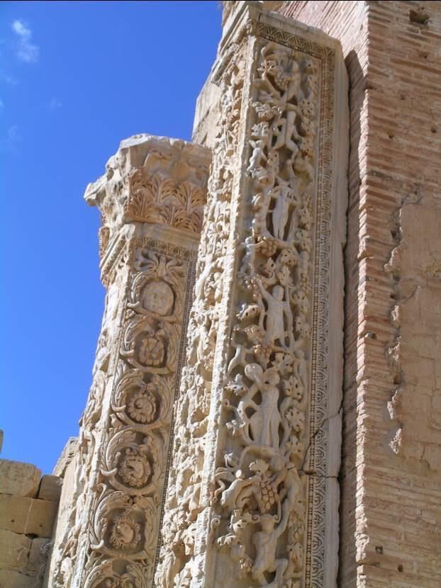 Bazilikada birbirinden güzel işlenmiş frizler var. Fotoğraf: Füsun Kavrakoğlu