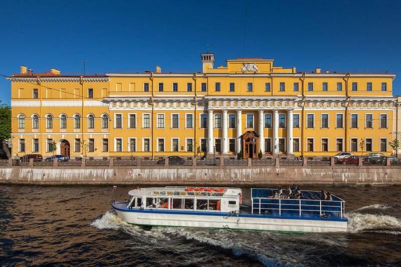 Yusupov Sarayı, Prens Yusupov'un St. Petersburg'daki malikanesiydi. Rasputin burada ikinci suikasta uğradı. Saray, 1760'lar-1770'lerde mimar Jean-Baptiste Vallin de la Mothe, 1830'larda mimar Andrei Mikhailov tarafından yapılmıştır. Fotoğraf: Saint-Petersburg.com