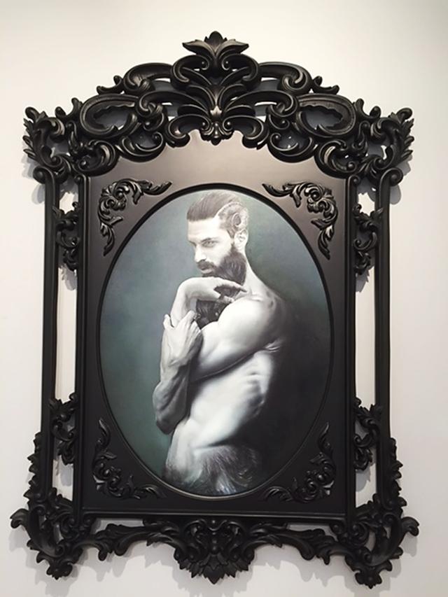 1967 Almanya doğumlu, dünyaca tanınan Fotogerçekçi sanatçımız Taner Ceylan, Golden Age (Altın Çağ) serisindeki son çalışması Satyr II adlı eserini İstanbul'da 2015 ArtInternational fuarında sergiledi. Satyr II, Yunan mitolojisindeki yeniden doğuş ve dualite kavramlarını karşı karşıya getiriyor. Bu fuarda en yüksek paha biçilmiş eserlerden biri 135.000 USD ile Satyr II idi. Gazetelerde bu eserin satıldığı ve fuarın satılan en pahalı eseri olduğu yolunda haberler çıktı. Fotoğraf: Füsun Kavrakoğlu