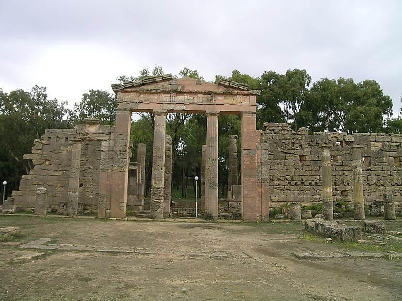 Meydana girişler doğu ve güney kapılarından sağlanıyormuş. Fotoğraf: Füsun Kavrakoğlu