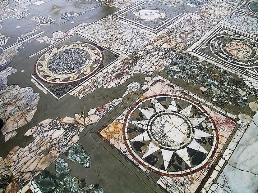 Mermer zeminin süslemeleri. Fotoğraf: Füsun Kavrakoğlu