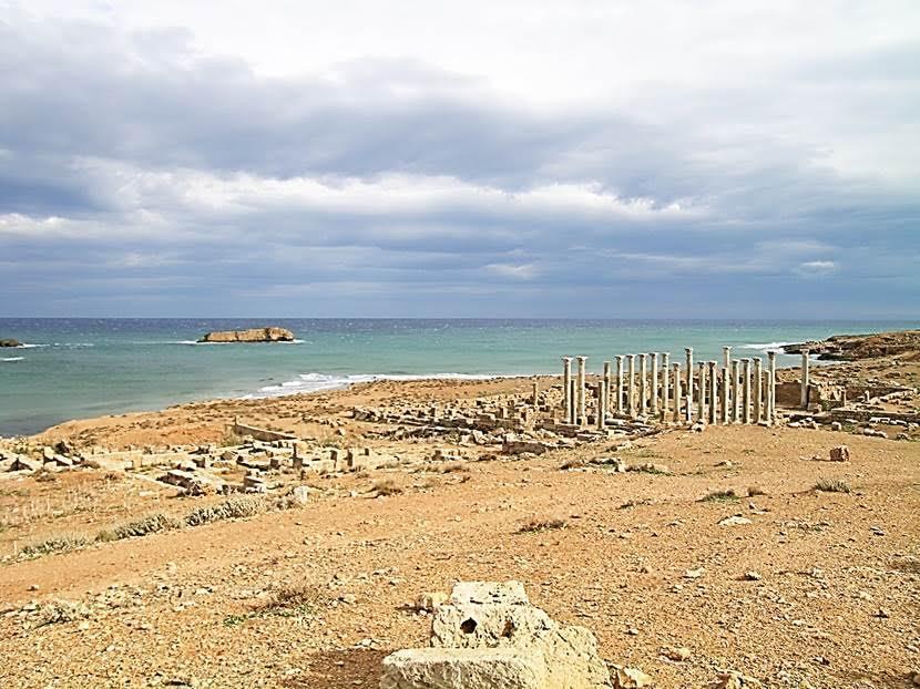 Doğu Kilisesi. Burası bölgedeki en büyük kilise idi. Nefleri ayıran mermer sütunların Paros Adası'ndan, granit blokların çoğunun Mısır'dan  getirildiği düşünülüyor. Fotoğraf: Füsun Kavrakoğlu