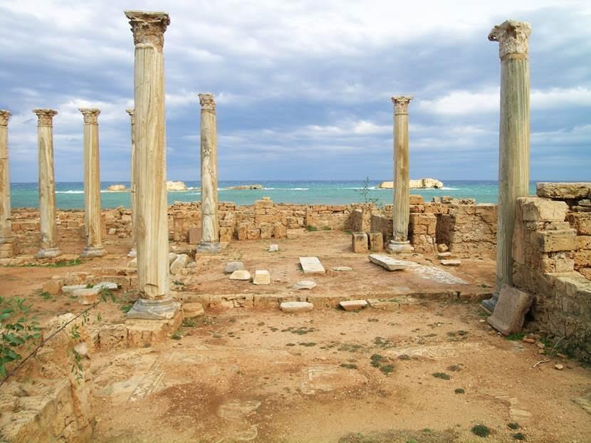Bizans valisinin sarayı, bölgedeki en büyük saraydır. Girişte bekleme odası, kütüphane, kitaplar için raflar olduğu düşünülüyor. Valinin ailesi bir bölümde, asker ve hizmetkarlar diğer bölümde kalıyor, üst katın valinin kendisine ait olduğu sanılıyor. Fotoğraf: Füsun Kavrakoğlu