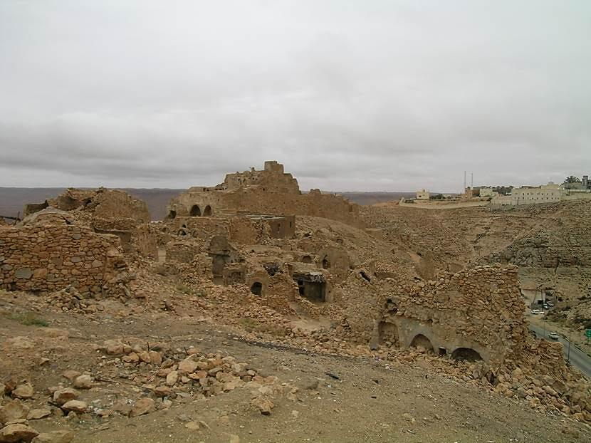 Nalut. Hayalet Köy. Bu dağ köyü de bir Berberi mimarisi örneği. 1960'larda kale yıkılınca köyü boşaltmışlar. Fotoğraf: Füsun Kavrakoğlu
