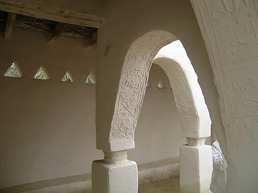 Yapılar çamur, tuğla ve hurma ağacı gövdesi kullanılarak yapılıyor. Fotoğraf: Füsun Kavrakoğlu