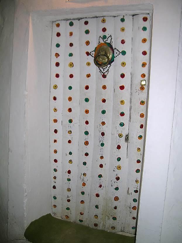 Hacıların oturduğu evlerin kapıları mutlaka süslü olurmuş. Fotoğraf: Füsun Kavrakoğlu