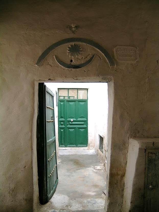Burası Kuran Kursu. Kapının üzerindeki ay-yıldız buna işaret ediyor. Fotoğraf: Füsun Kavrakoğlu