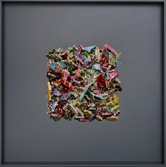 Hayalkırığı II, Burçak Bingöl, 2013. Burçak Bingöl'ün (1976-) işleri, aidiyet, kültür, kimlik, dekorasyon ve üretim gibi kavramları, aralarındaki sınırları bulanıklaştırarak sorgular. Daha çok kültür ve kimlik kavramlarına odaklanan Burçak Bingöl, seramik, heykel, video, desen, yerleştirme ve fotoğrafı kullandığı eserleriyle tanınıyor. Sanatçımızın  Hayalkırığı II (Broken II) adlı seramik çalışması 2016 yılında New York'taki Metropolitan Müzesi Daimi Koleksiyonu'na girdi. Fotoğraf: ny.voltashow.com