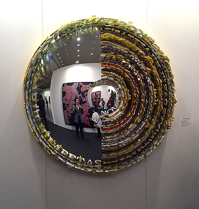 Ahmet Güneştekin'in (1966-) aynaları kullanarak çalıştığı üç boyutlu eserleri diğer eserleri gibi dünya çapında ilgi görüyor. İşletme mezunu olan, 36 yaşında ilk sergisini açan sanatçının Türkiye'nin en pahalı sanatçısı olduğu söyleniyor. İstanbul Bienali 2015'te sergilenen Yüzleşme Konstantiniyye serisinden üç boyutlu, aynanın da kullanıldığı eseri. Fotoğraf: Füsun Kavrakoğlu