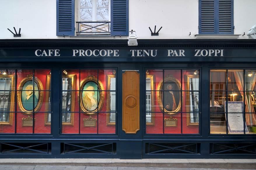 Sicilyalı şef Francesco Procopio dei Coltelli tarafından kurulan Café Procope'un Cours du commerce Saint-André tarafındaki girişi. Fotoğraf: Wikimedia Commons