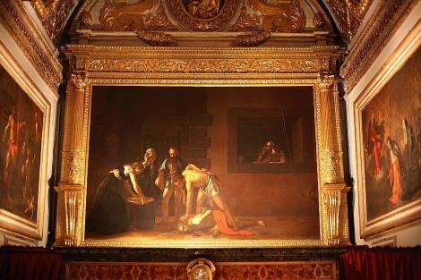 Katolik kiliseleri azizlerin hunharca öldürülüş sahneleriyle doludur. Hemen tüm ünlü sanatçılar pek çok kez bu konuyu betimleyen eserler vermişlerdir. Yukarıdaki, Vaftizci Yahya'nın başının kesilmesi sahnesi Caravaggio'nun 1608 yılında yaptığı eseridir ve Malta'da St. John's Co-Cathedral'de yer almaktadır.