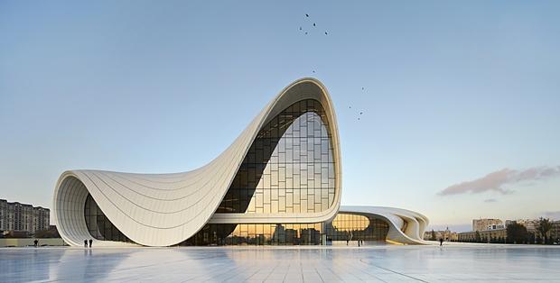 Haydar Aliyev Kültür Merkezi, Zaha Hadid, Bakü, Azerbaycan. Fotoğraf:www.archdaily.com/ Image © Hufton+Crow