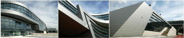 Zaha Hadid, İngiltere Kraliyet Enstitüsü RIBA'nın altın madalyasını (the Stirling Prize) tek başına kazanan ilk kadın mimar olmuştu. Daha önce bu ödülü kazanan kadın mimarlar olmuştu ama onlar bir mimarlık ekibinin içinde yer almışlardı. Londra'da, Brixton'daki Evelyn Grace Academy, 2011 yılında Zaha Hadid'e altın madalya kazandıran proje olmuştu. Fotoğraf:www.wintech-group.co.uk