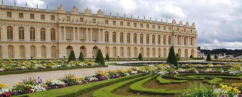 Versaille Sarayı ve bahçesinden bir görünüm. Fotoğraf: Gruppal