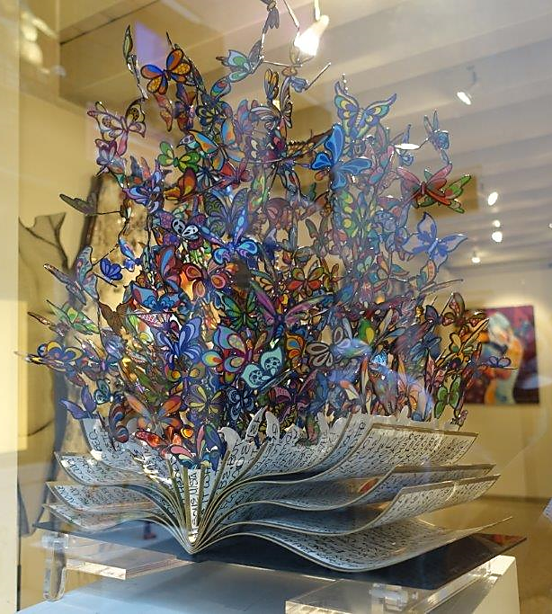 ABD'li ressam, animasyon sanatçısı ve heykeltıraş David Kracov'un (1968-) Book of Life adını verdiği metal heykeli. Fotoğraf: Füsun Kavrakoğlu