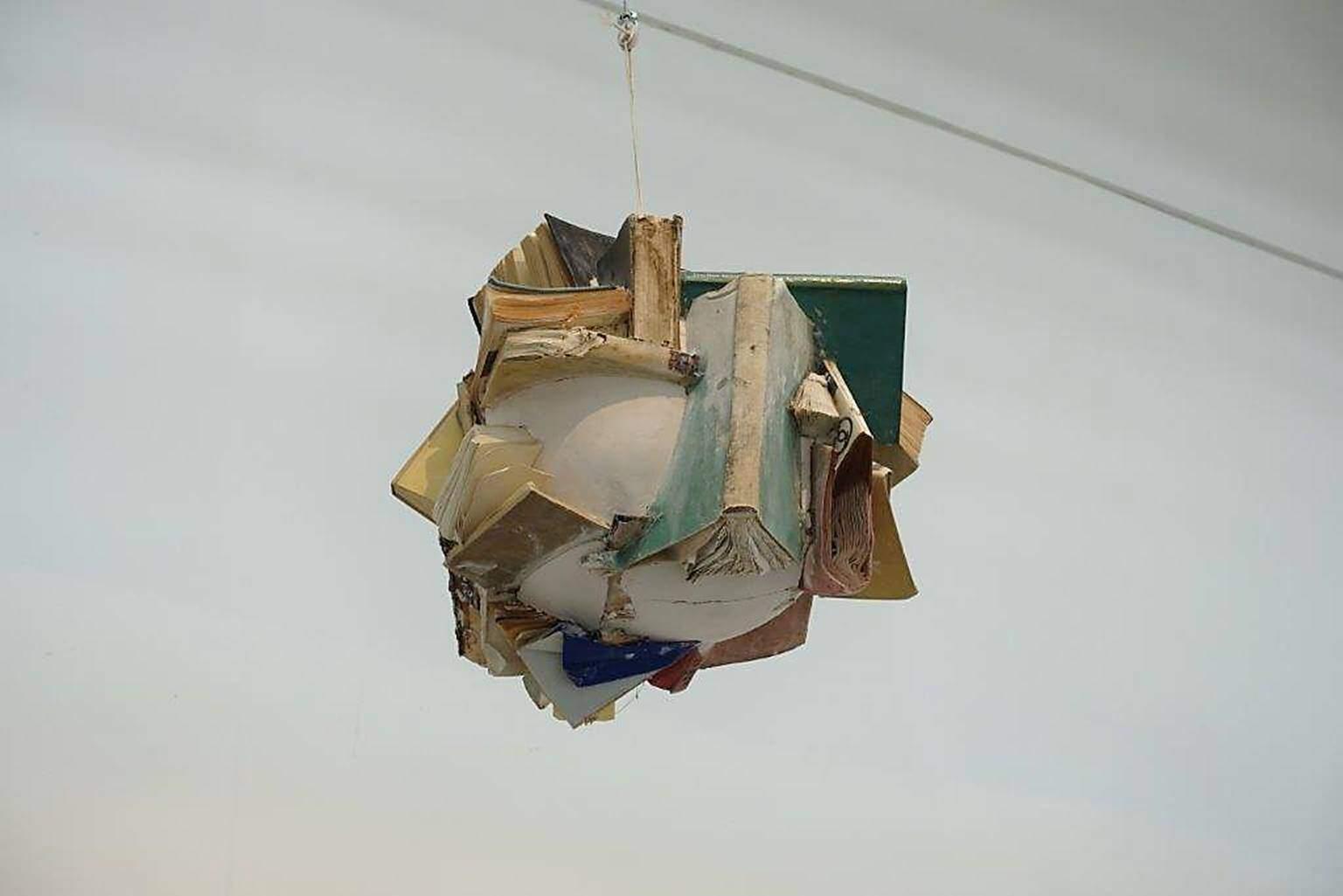 İsimsiz No. 11, John Latham (1921-2006), Kitap parçaları ve alçı, 1992. Fotoğraf: Füsun Kavrakoğlu, Venedik Bienali, 2017.