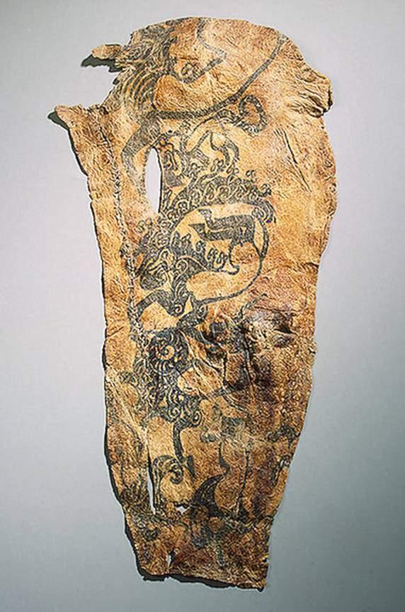 Pazırık kurganında ele geçen mumyalardan birinin kolundaki dövme. Fotoğraf: Okur Yazarım
