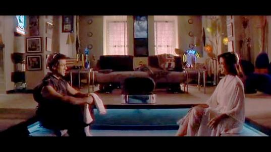 Marco Brambilla'nın yönettiği Demolition Man, Yıkıma Giden Adam (1993) adlı filmde Sylvester Stallone ve Sandra Bullock fütüristik bir başlık aracılığı ile seks yaparlar. Beyin yolu ile seks daha önce Roger Vadim'in Barbarella adlı filminde 1968 yılında görülmüştü. Fotoğraf: perspectiva.com.gt