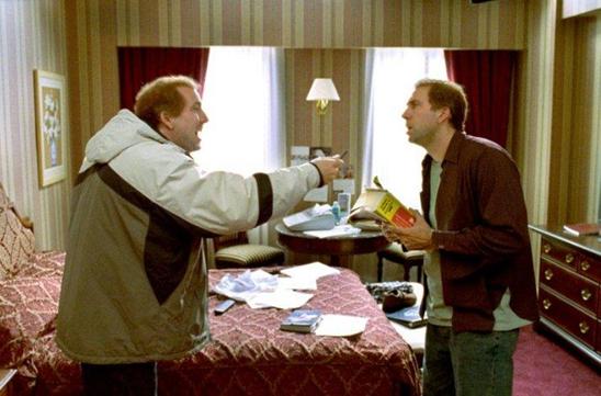 Yönetmenliğini Spike Jonze'un yaptığı, senaryosunu Charlie Kaufman'ın yazdığı 2002 yılı yapımı Adaptation, Tersyüz isimli film, tipik bir üstkurmaca örneğidir. Fotoğraf: Cinematic Intelligence Agency