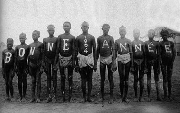 1800'lerin sonları ve 1900'ların başlarında Avrupa'da, kısa süre sonra da Kuzey Amerika'da köleleştirilmiş olan yerlilerin insanat bahçesi (human zoo) adı verilen yerlerde sergilenmesi çok popülerdi. Fotoğraf: Milliyet