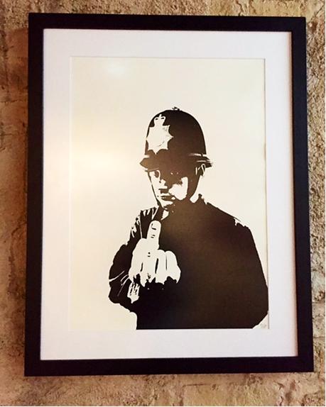 Kaba Polis, Banksy, 2002. Global Karaköy İstanbul, 2016. Fotoğraf: Füsun Kavrakoğlu