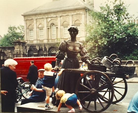 Dublin sokakları sadece Ulysses'in sayfalarıyla değil, karakterleriyle de bezelidir; bunlardan biri Molly Bloom. Fotoğraf: Füsun Kavrakoğlu