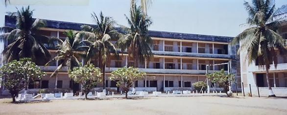 1975-1979 yılları arasında Kızıl Kmerler'in gözaltı ve işkence merkezi Tuol Sleng (Güvenlik Hapishanesi) veya Security Office 21 veya kısaca S-21. Fotoğraf: Füsun Kavrakoğlu, Phnom Penh, 1998.
