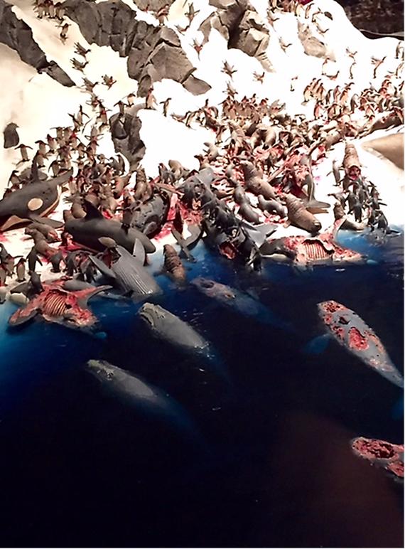 Cehennem Serisi'nden Neşesiz Ayaklar, detay, Jake & Dinos Chapman, 2010. Kardeşlerin Kuzey ve Güney Kutbu faunalarında yaşanan cehennemi betimleyen eserleri Arter'de sergilenmişti. Fotoğraf: Füsun Kavrakoğlu