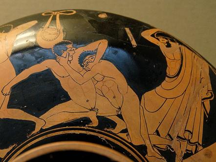 MÖ 490 yılına ait kil bir çömlek üzerindeki resimde rakibinin gözünü oymaya çalışan bir pankreas dövüşçüsü ve bu hareket hata sayıldığından onu cezalandırmak üzere olan bir hakem görülüyor. Eser, British Museum'da sergilenmektedir. Fotoğraf: Kan Sporu