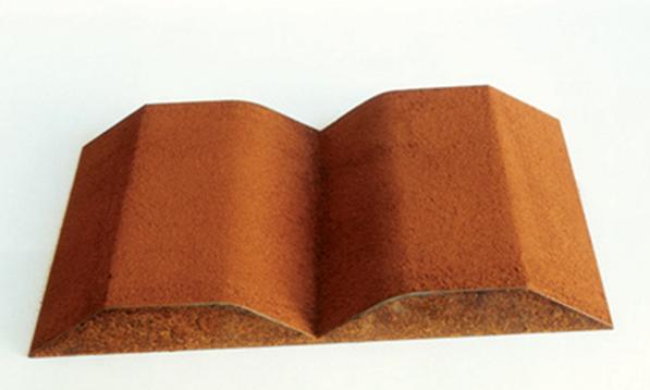Kum Kitabı 5, Micha Ullman, demir ve kırmızı kum, 2000. Fotoğraf: http://museum.imj.org.il
