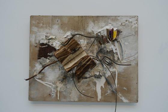 İsimsiz: No 3, John Latham ( Zambiya, 1921-2003), 1992. Fotoğraf: Füsun Kavrakoğlu, Venedik Bienali, 2017.